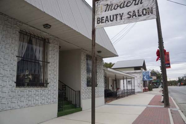 The proposed project would be on the property that now houses Modern Beauty Salon, Kim's Swedish Massage and Once In A Blue Moon. (Lauren Canterberry/Community Impact Newspaper)