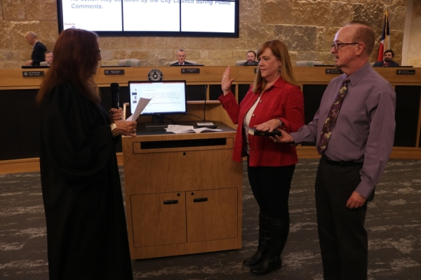 New Buda Council Member Terry Cummings is sworn in during a Nov. 19 meeting. (Courtesy city of Buda)
