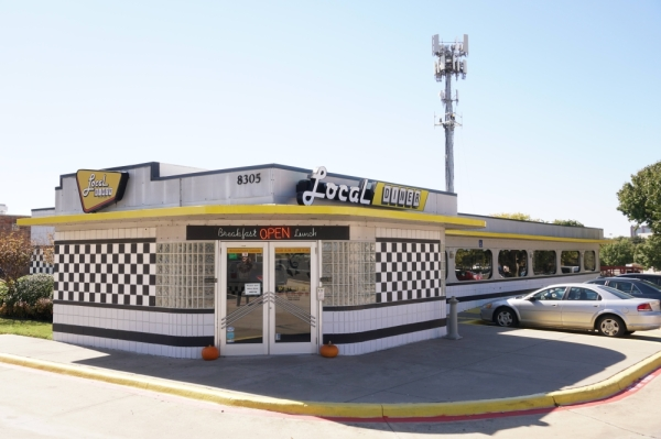 Local Diner's Irving location features a 1950s inspired exterior. It is one of two locations. (Gavin Pugh/Community Impact Newspaper)