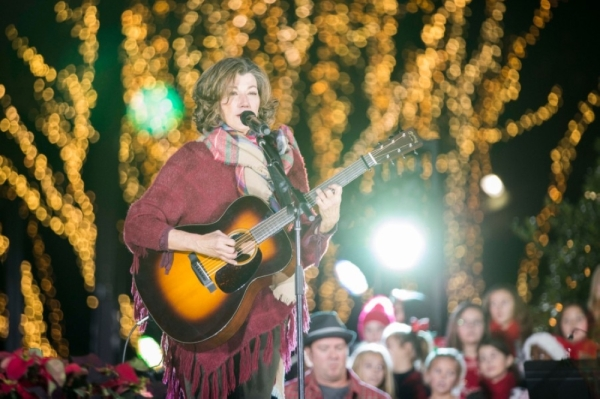 Lipscomb tree lighting