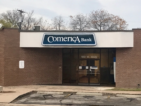 The building at 100 W. Main St. previously housed Comerica Bank in downtown Pflugerville. (Kelsey Thompson/Community Impact Newspaper)
