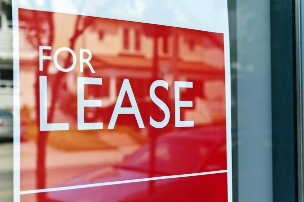Prospective tenants can sign leases at Broadstone Market Station luxury apartments in the Katy area. (Courtesy Elenathewise/Adobe Stock)