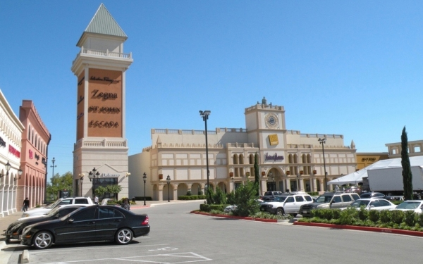 San Marcos Premium Outlets are located off I-35 in San Marcos. (Anna Herod/Community Impact Newspaper)