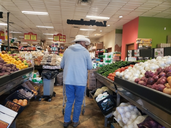 La Plaza looks to sell the freshest produce. (Ali Linan/Community Impact Newspaper)