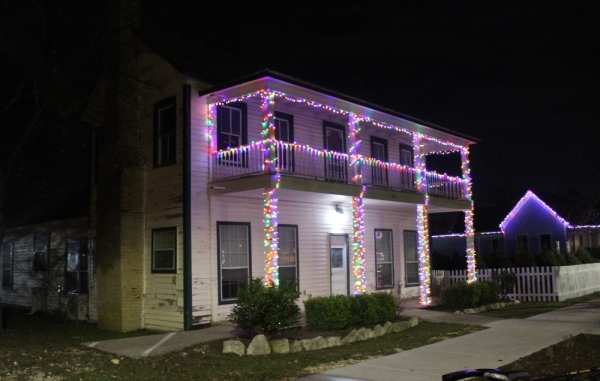 The Davis House, located 104 N. Brushy St., Leander, is decorated with holiday lights. (Marisa Charpentier/Community Impact Newspaper)