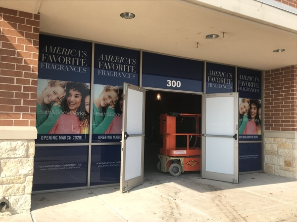 bath and body works strip mall storefront