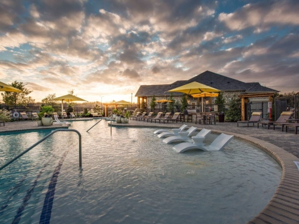 The Venue at Craig Ranch has a resort-style swimming pool. (courtesy The Venue at Craig Ranch)