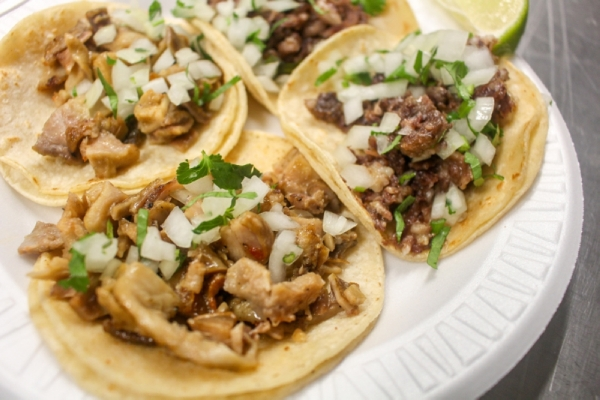 Tacos El Primo serves tacos with a variety of meats, including asada, pastor, cabeza, lengua, buche and carnitas. (Evelin Garcia/Community Impact Newspaper)