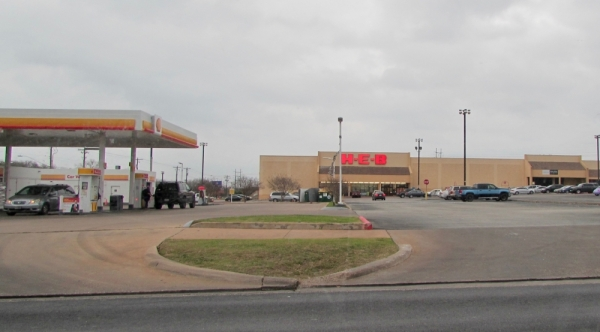 While a new story is scheduled to open in South Austin this March, the H-E-B located at 600 W William Cannon Drive, Austin, will close this spring. (Nicholas Cicale/Community Impact Newspaper)