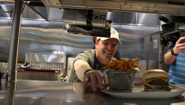 Wahlburgers chef Paul Wahlberg visited the Frisco restaurant Jan. 28. (Elizabeth Ucles/Community Impact Newspaper)