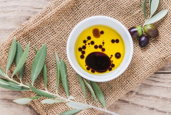 adobe stock image olive oil & vinegar