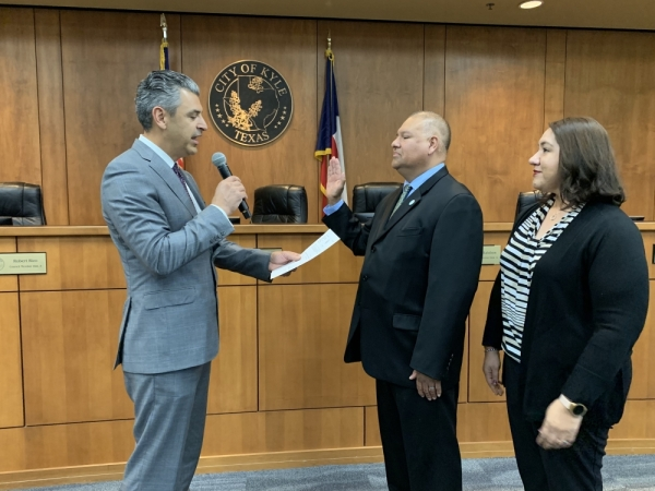 Hays County Judge Ruben Becerra swears in Michael Tobias as the District 6 Kyle City Council representative. (Courtesy city of Kyle)