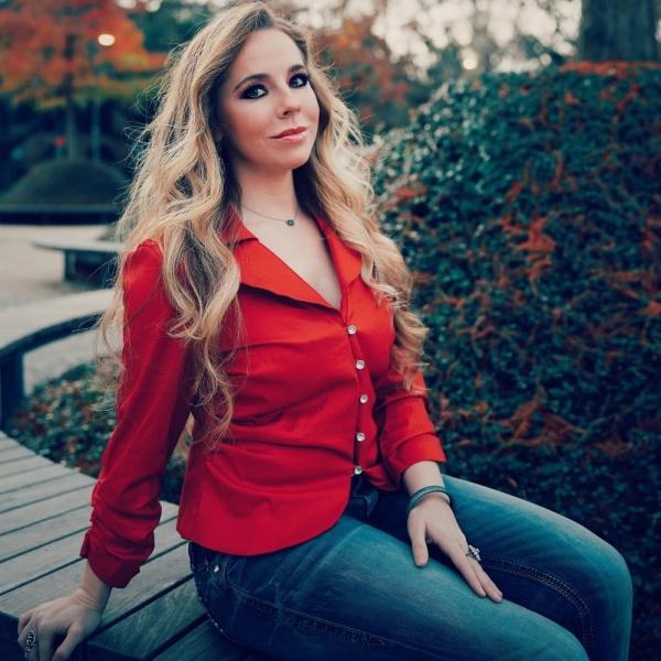 """Mahoney's Texish Bar and Restaurant, March 26: The Houston-based vocalist and acoustic performer recently released a new single, """"Rewind."""" (Courtesy Susan Hickman)"""