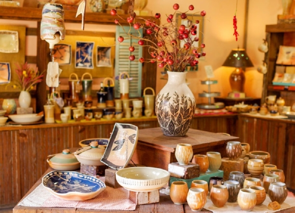 The Barn sells handcrafted pottery in Gruene (Warren Brown/Community Impact Newspaper).