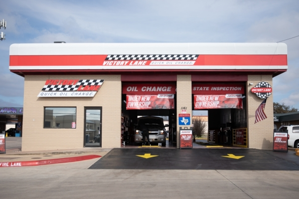 Victory Lane Quick Oil Change opened in October under the ownership of Jim Oberhofer. (Liesbeth Powers/Community Impact Newspaper)