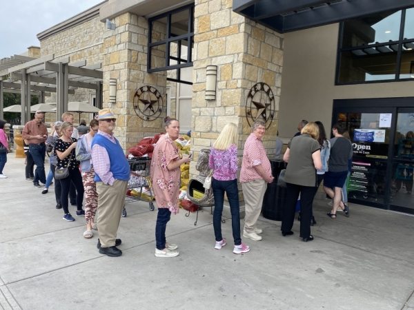 Voters in western Travis County wait in line March 3 at the Randall's location in Lakeway. (Brian Rash/Community Impact Newspaper)