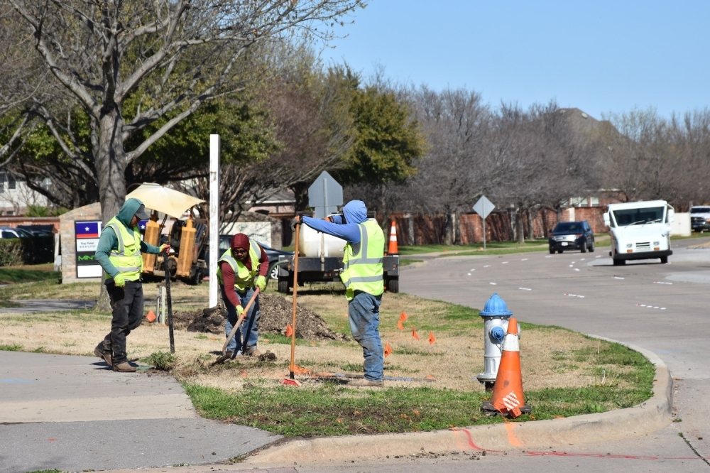 Crews work on a project at East Renner Road and Mackenzie Lane. (Makenzie Plusnick/Community Impact Newspaper)