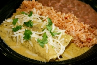 The fast-casual restaurant lets customers build their own tacos, burritos, nachos, salads and bowls. (Courtesy Chiloso Mexican Bistro)