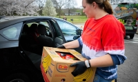 Families can pick up food without leaving their cars. (Courtesy Williamson County Schools)