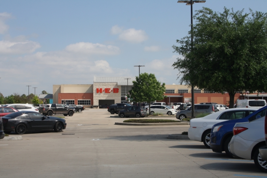 H-E-B in Fairfield was busy with customers stocking up in late March. Employees of at least two Cypress-area stores received confirmed diagnoses of COVID-19 in early April. (Danica Smithwick/Community Impact Newspaper)