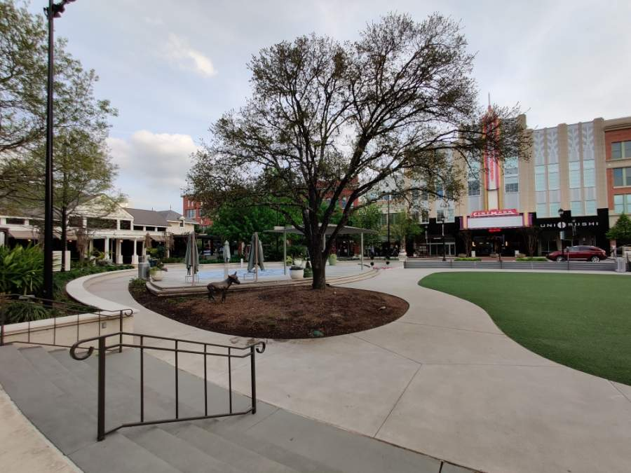 The Market Street shopping center in The Woodlands is one of countless community centers that has sat empty for weeks amid temporary business closures due to official stay-at-home orders and social distancing guidelines. (Ben Thompson/Community Impact Newspaper)