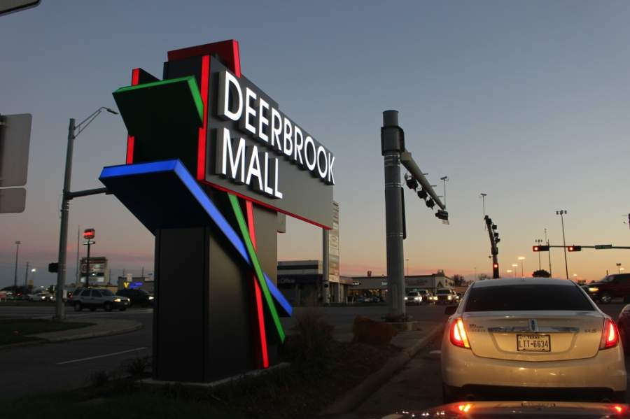 Deerbrook Mall is set to open select stores April 24 following Gov. Greg Abbott's order allowing retailers to sell items to go. (Kelly Schafler/Community Impact Newspaper)