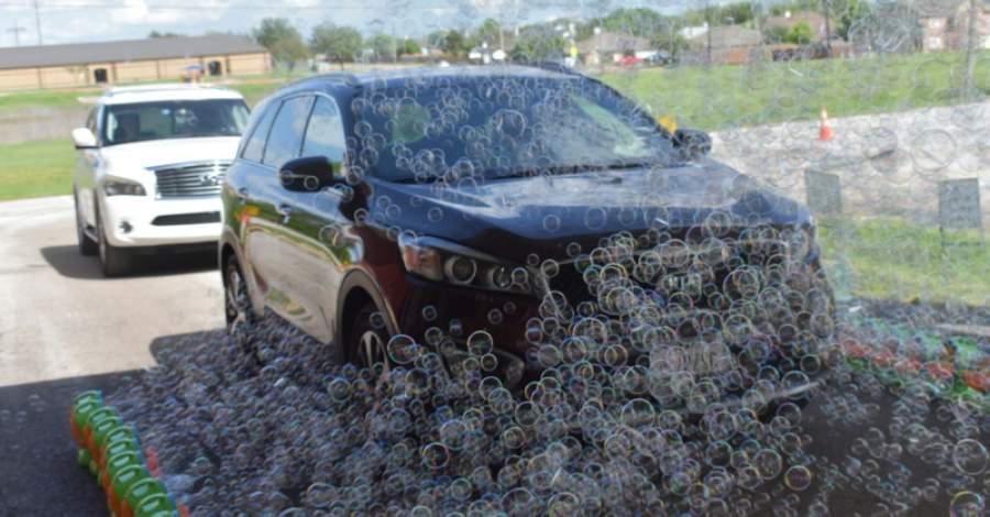 Machines lining neighborhood streets produced an estimated 25,000 bubbles per minute. (Courtesy city of Fort Worth)