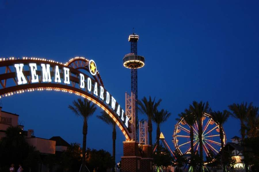 Rides at the boardwalk have not reopened May 1, but residents can once again visit the shops and restaurants that are opening their doors at reduced capacity. (Courtesy Kemah Boardwalk)