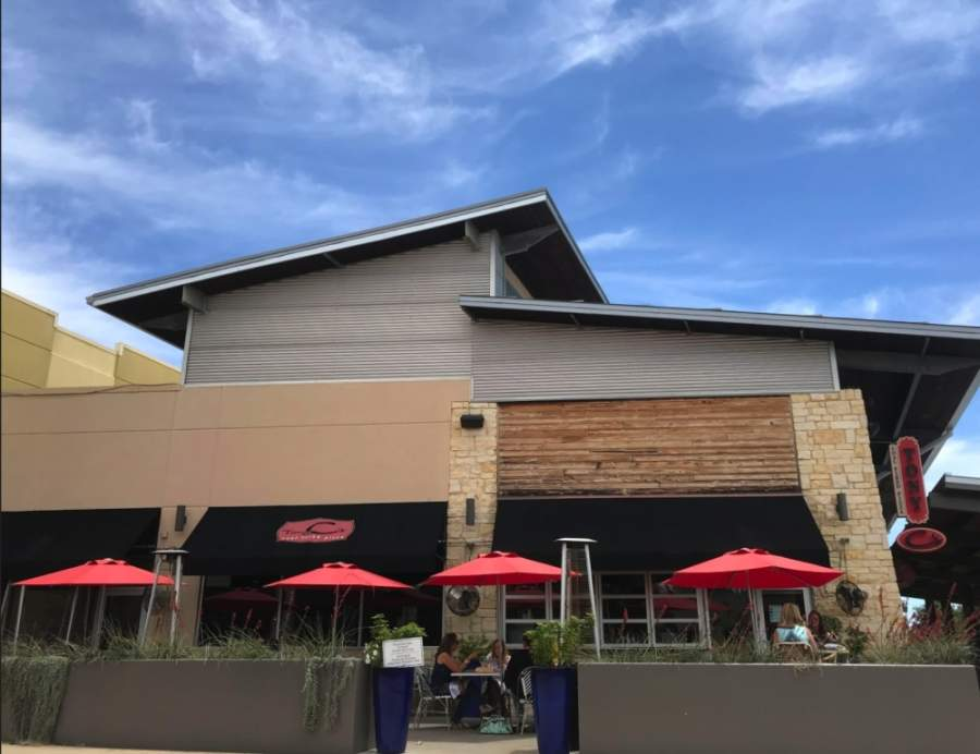 Tony C's Coal Fired Pizza opened with 25% capacity at the Hill Country Galleria on May 1. (Amy Rae Dadamo/Community Impact Newspaper)