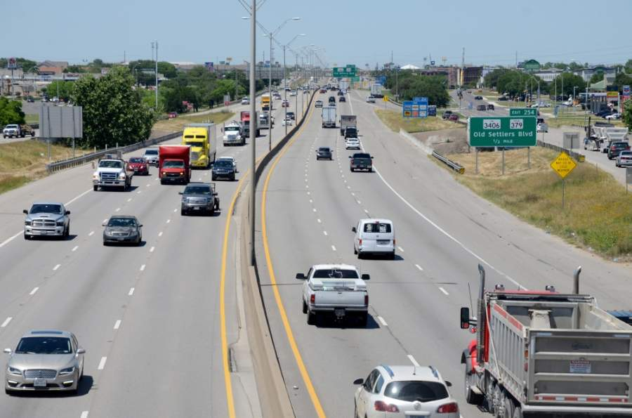 Construction on I-35 from RM 1431 to FM 3406 is expected to be complete in early 2021, weather permitting. (John Cox/Community Impact Newspaper)