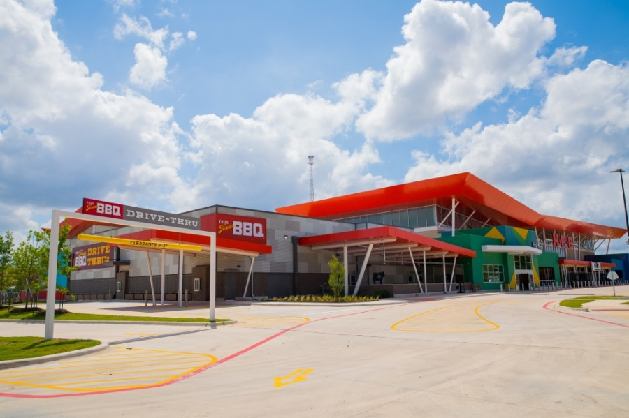 True Texas BBQ will also offer food with indoor and outdoor seating and a drive-thru attached to the H-E-B. (Courtesy H-E-B)