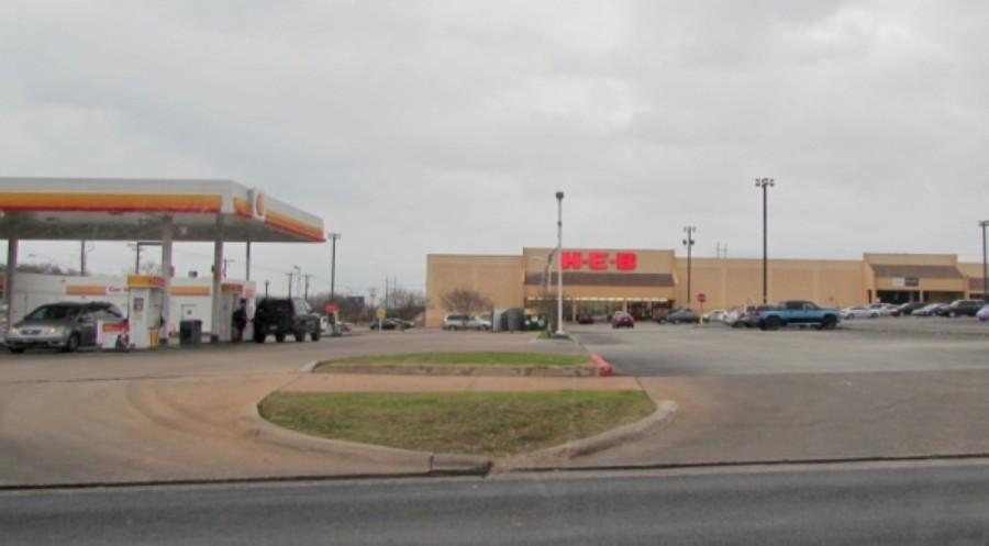 The H-E-B located at 600 W. William Cannon Drive, Austin, will close in June. (Nicholas Cicale/Community Impact Newspaper)