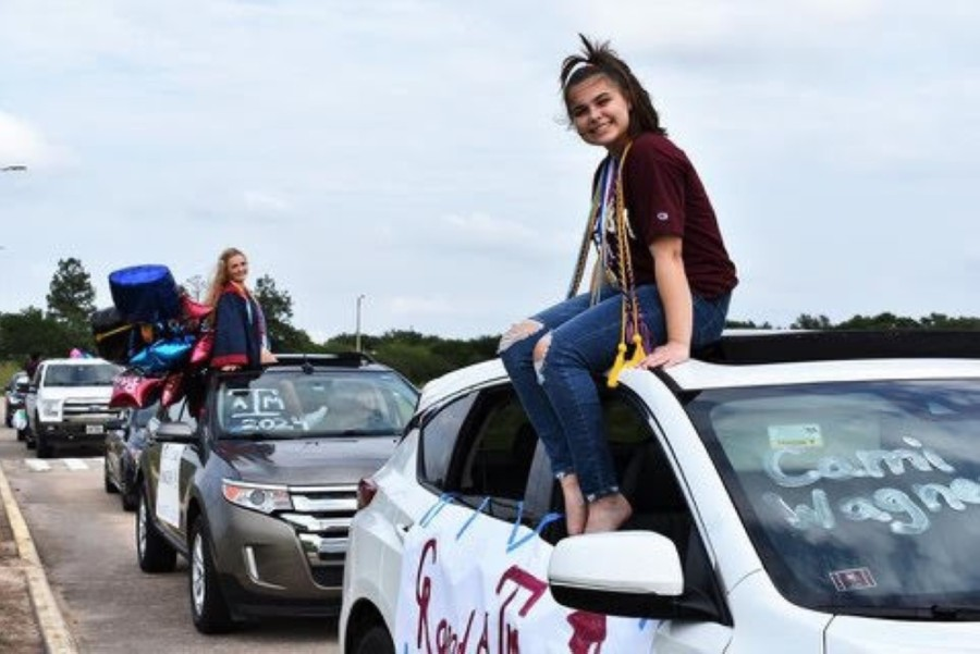Cinco Ranch High School seniors who attended Fielder Elementary paraded in cars to let the community celebrate their graduation May 21. (Courtesy Janie Dale)