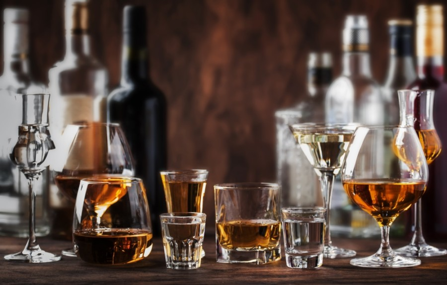 Chandler City Council has ratified an emergency declaration to reduce liquor license renewal fees and to push back their due date by three months due to the ongoing coronavirus pandemic and the burden it has placed on restaurants and bars. (Courtesy Adobe Stock)