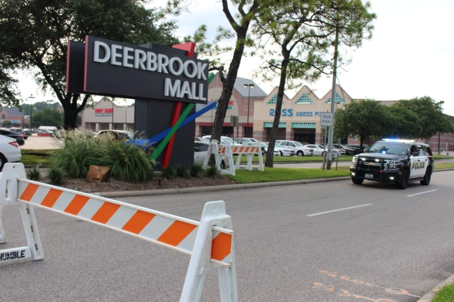 The Humble Police Department has been positioning officers at Deerbrook Mall and other businesses to deter looting amid protests for George Floyd. (Kelly Schafler/Community Impact Newspaper)