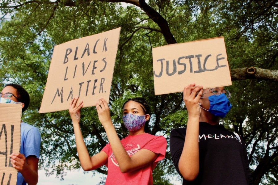 Following the death of George Floyd, protests have formed across the nation. In Round Rock, a nightly gathering at the corner of Red Bud Lane and Forest Creek Drive offers a place for residents to raise awareness away from the often chaotic scene in downtown Austin. (Taylor Jackson Buchanan/Community Impact Newspaper)