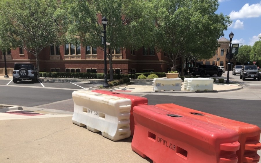 Barricades were in place at Southlake Town Square on June 5 in advance of the protest. (Ana Erwin/Community Impact Newspaper)