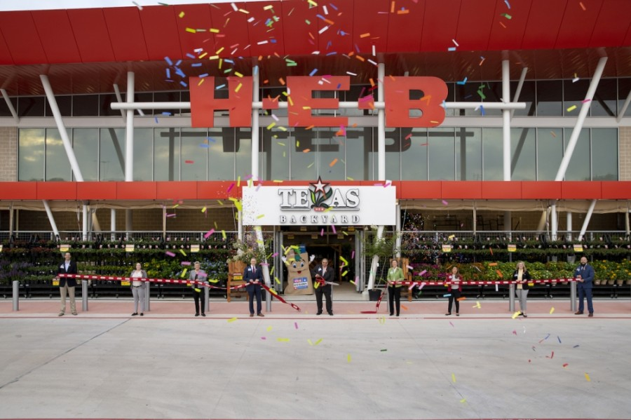 H-E-B held a ribbon-cutting earlier this week before the store officially opened June 10.  (Courtesy H-E-B)