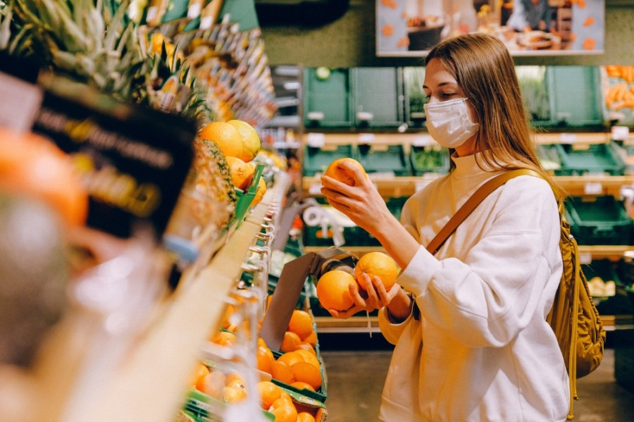 woman with mask in grocery store