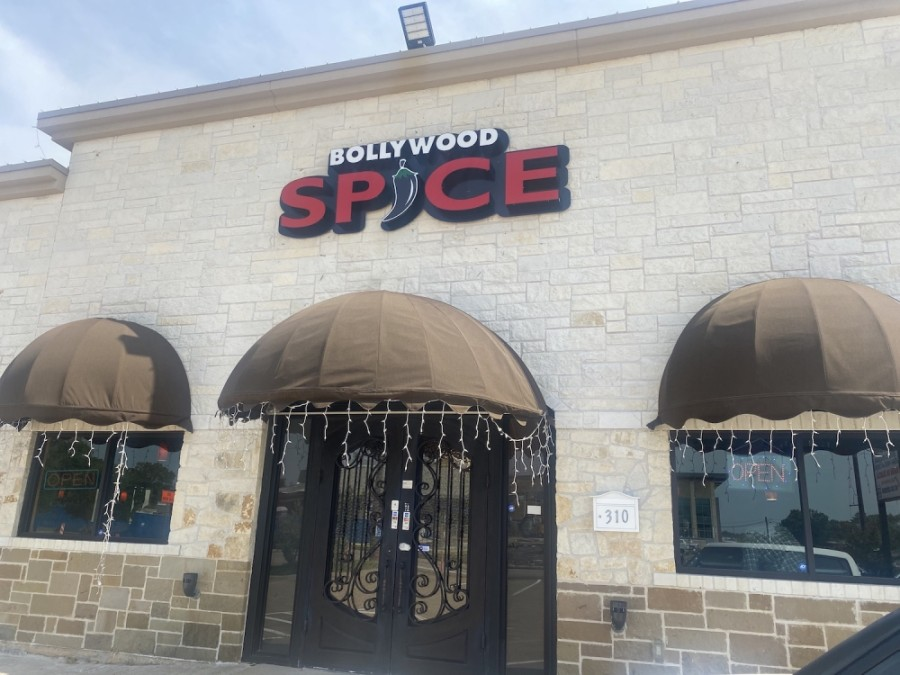 The restaurant and hookah bar serves a variety of Indian food, such as chicken tikka masala and tandoori roti. (Makenzie Plusnick/Community Impact Newspaper)