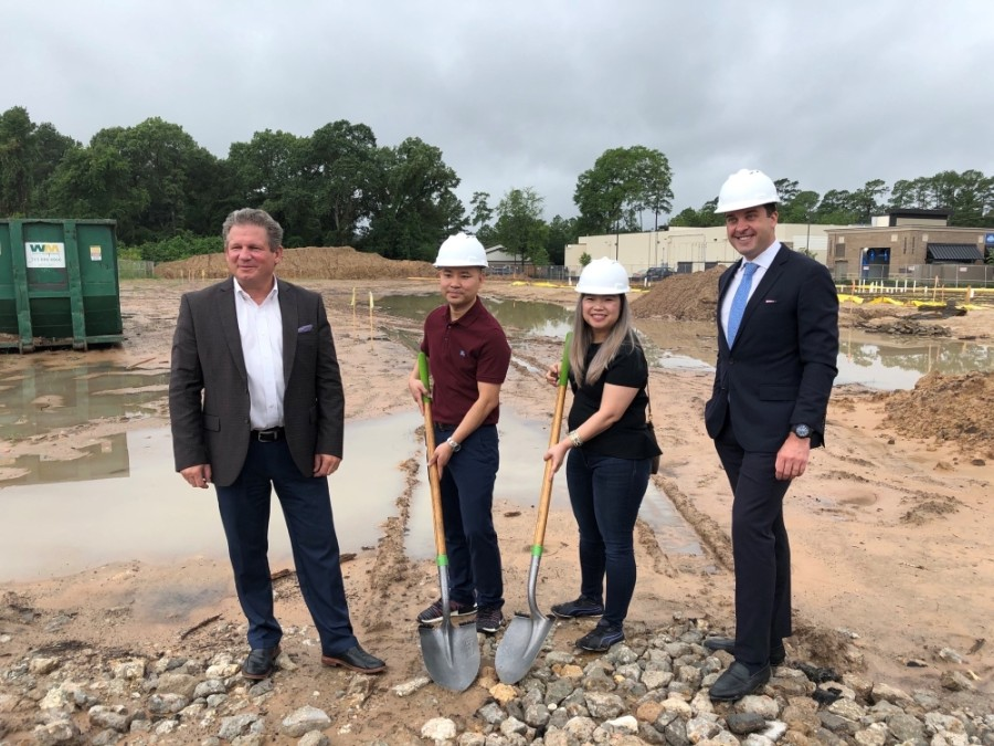 Taun Le (center left) and Cami Dinh (center right) will own and run a new Kiddie Academy coming soon off Cypresswood Drive in Cy-Fair. (Courtesy Kiddie Academy)