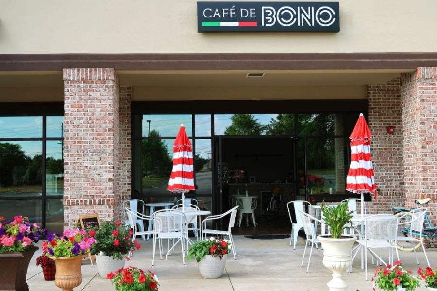 Cafe De Bono patio