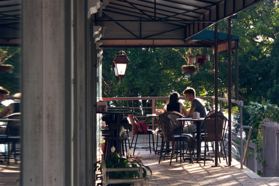 Houston City Council will consider a proposal to allow restaurant owners to convert parking lots into outdoor dining areas. (Courtesy Pexel)