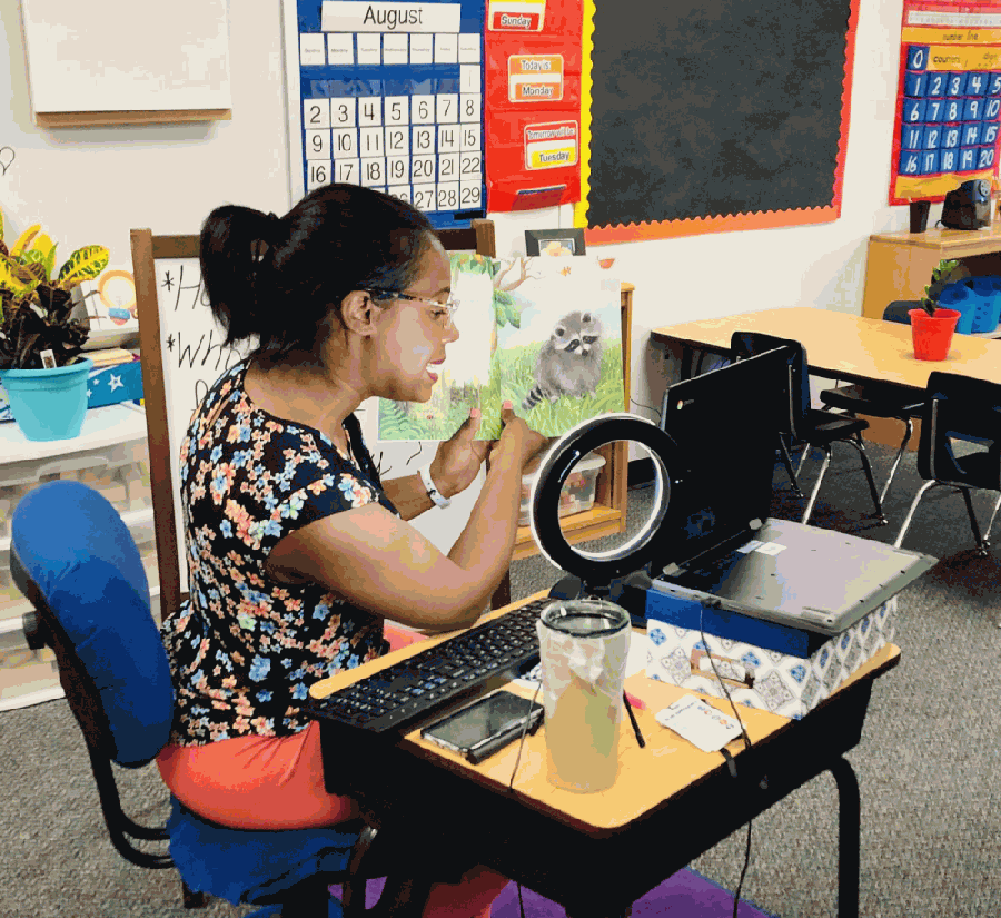 A Sonntag Elementary School kindergarten teacher virtually reads to students on the first day of classes Aug. 13. Teachers are not required to wear a face mask while teaching alone in their classroom. (Courtesy Frisco ISD)