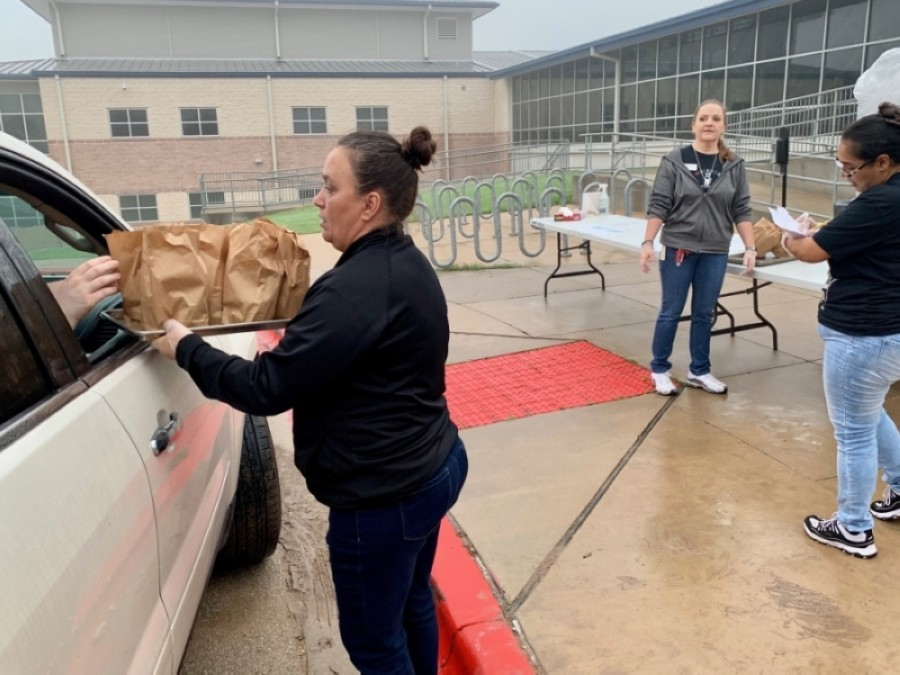 Lake Travis ISD's Food and Nutrition Services provided free meals through a grab-and-go drive-thru at the district's elementary and middle schools. (Courtesy Marco Alvarado)