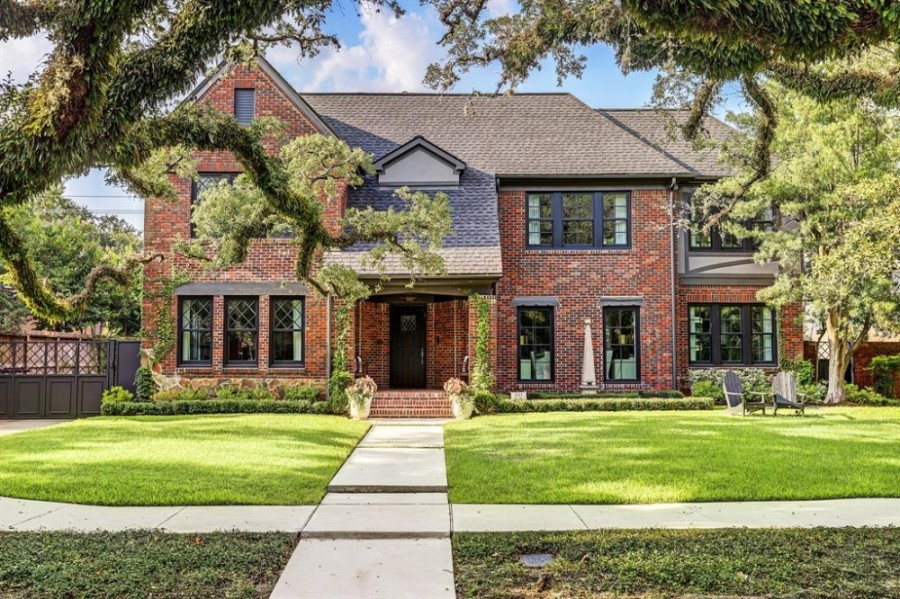 1644 North Blvd., Houston: A 1925 Tudor Revival-style home, which features a 1970s-era addition, was fully renovated with the help of local design studio Laura U, including a complement of new technology and other features. 5 bed, 5 full, 2 half-bath / 6,120 sq. ft. Sold for $2,879,001-$3,317,000 on Aug. 18. (Courtesy Houston Association of Realtors)