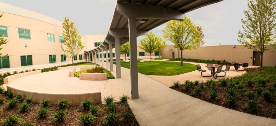 The Medical City McKinney Rehabilitation and Behavioral Health Facility includes a healing garden. (Courtesy Medical City McKinney)