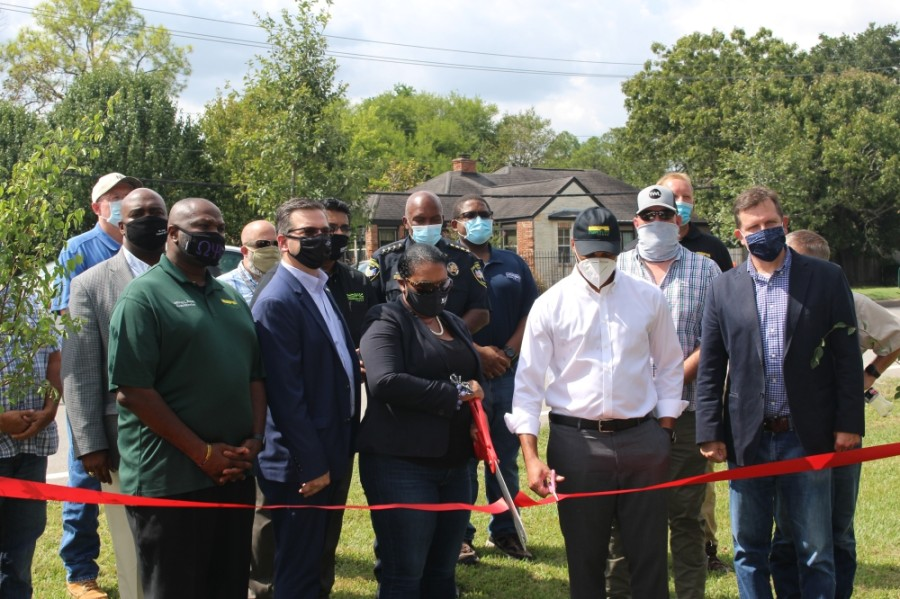 City Council members and city staff participated in a ribbon-cutting to usher the city from Phase One to Phase Two of the citywide beautification project. (Claire Shoop/Community Impact Newspaper)
