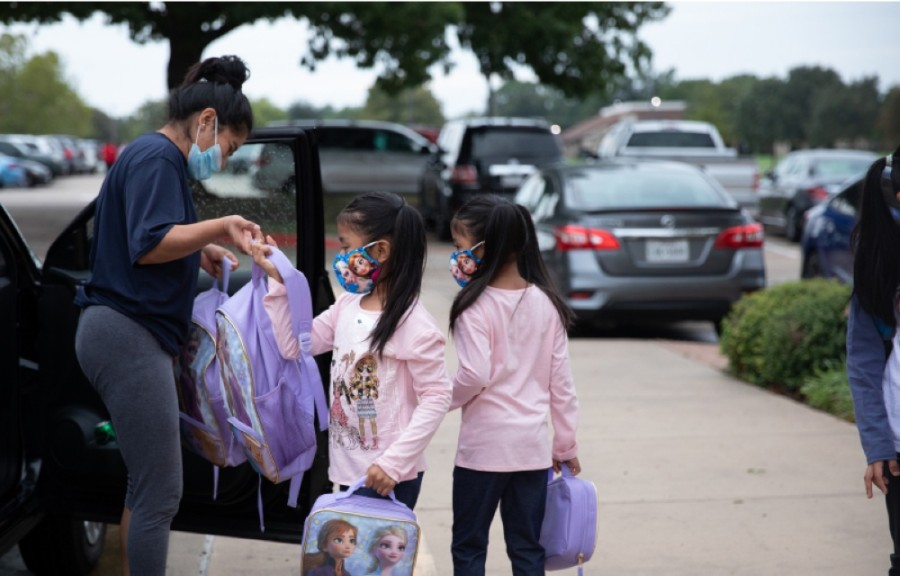Students are dropped off at Weatherford Elementary School on Sept. 9, the first day of in-person learning. (Liesbeth Powers/Community Impact Newspaper)