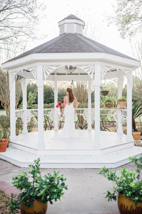 The venue features a gazebo for more intimate ceremonies. (Courtesy Adrianne Michelle Photography)